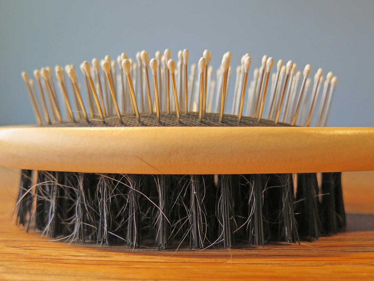 nettoyer une brosse à cheveux