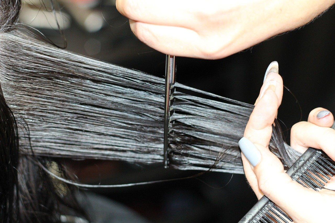 Comment coiffer la mèche de côté